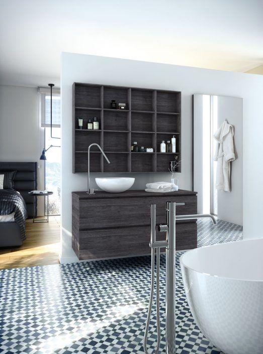 Muebles de baño personalizados, hechos a medida.  PLANTEAMIENTO 1. Integrar el baño en la suite 2. Crear un espacio de baño y vestidor 3. Solución alternativa de almacenaje SOLUCION 1. Mueble y encimera en madera 2. Espejo a medida 3. Organizador de pared a medida
