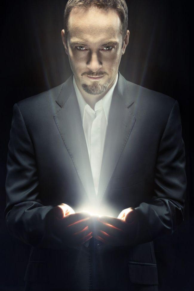 Derren Brown - Hypnotist, Illusionist, Body language reader, Physchologist, Entertainer and major mind fucker with cool