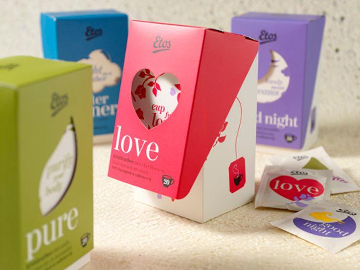 Специалисты из креативного агентства Milford разработали конструкцию коробок для упаковки чая в пакетиках бренда Etos и создали оригинальный дизайн их оформления. Простые чайные коробки благодаря особым откидным крышкам с прорезными окошками вышли за рамки своей простоты. Чай Etos состоит из 7 разных видов чая. Каждый вариант чая имеет свой значок в форме окошка на передней части откидной крышки. Название чая напечатано под окошком и внутри него, а форма окошка представляет из себя значок…