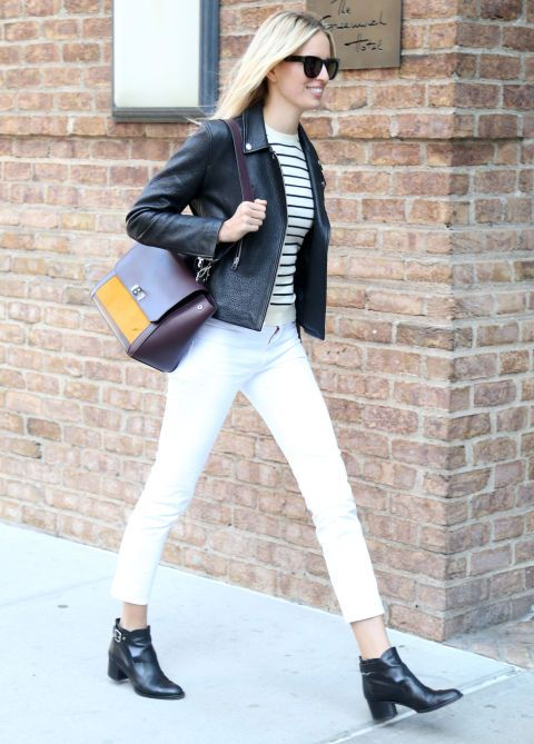 Cazadora de cuero, jersey a rayas, pantalones blancos, botines... Seguro que tienes todos estos básicos en tu armario y ahora tienes una idea perfecta de cómo combinarlos.