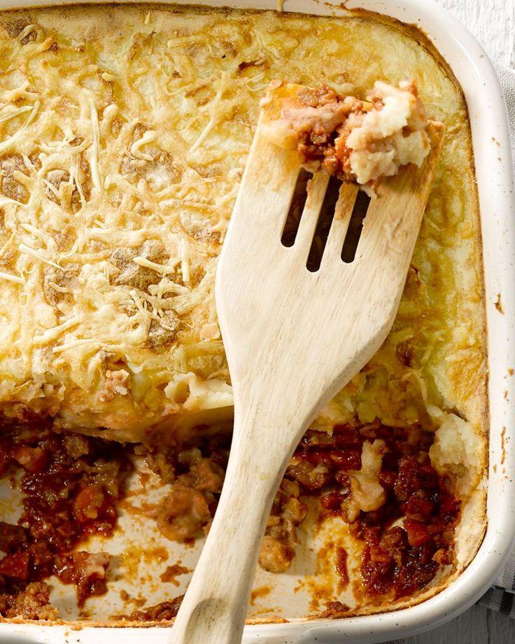 Shepherd's pie is een klassieke Britse schotel en een vaste waarde op het menu van een echte pub: een zalige ovenschotel met lamsgehakt, aardappelen en wortel.