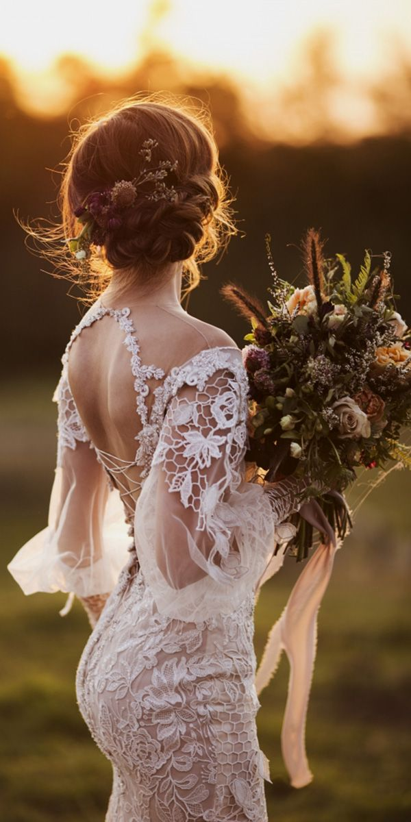 Lace bridal gowns are always luxurious and extra elegant. No matter what style you choose,the delicate weaving of lace will add to your image of refinement, sophistication and true femininity.That's why, these wedding dresses are a stunning way to express your personality while playing the part of the beautiful bride!