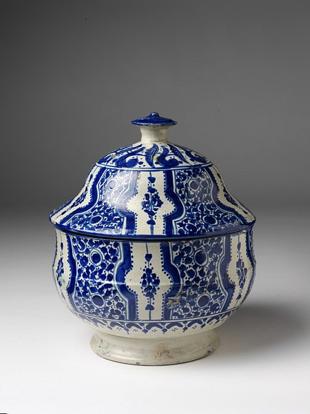 Tureen, Fez, Morocco ca. 1865    Tin-glazed earthenware, painted in cobalt blue