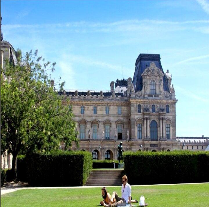 Picnic with a View - Le saut du loup / Jardin du Carrousel - 107 Rue de Rivoli, Paris