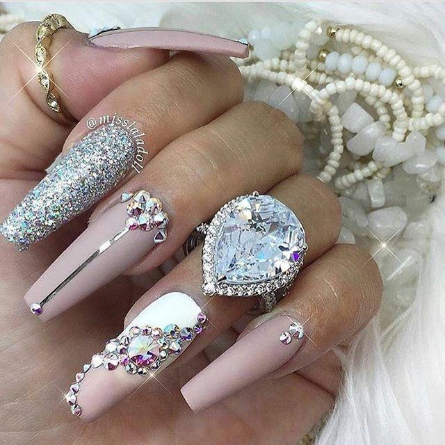 Nail Designs With Diamonds On One Finger Uñas Decoradas Ef...