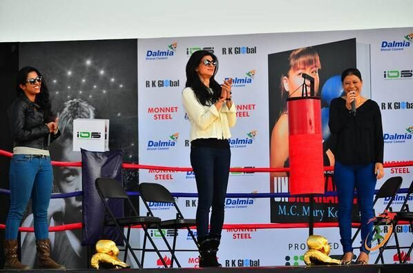 Sushmita Sen launches Mary Kom's autobiography 'Unbreakable' | PINKVILLA