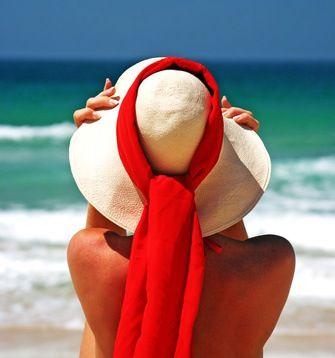 Comment soulager les coups de soleil ? Le chlorure de magnésium aussi appelé nigari, guérit bien des maux (fatigue, stress, constipation, etc.) Ce remède de grand-mère aux nombreuses propriétés permet également de soulager les coups de soleil.
