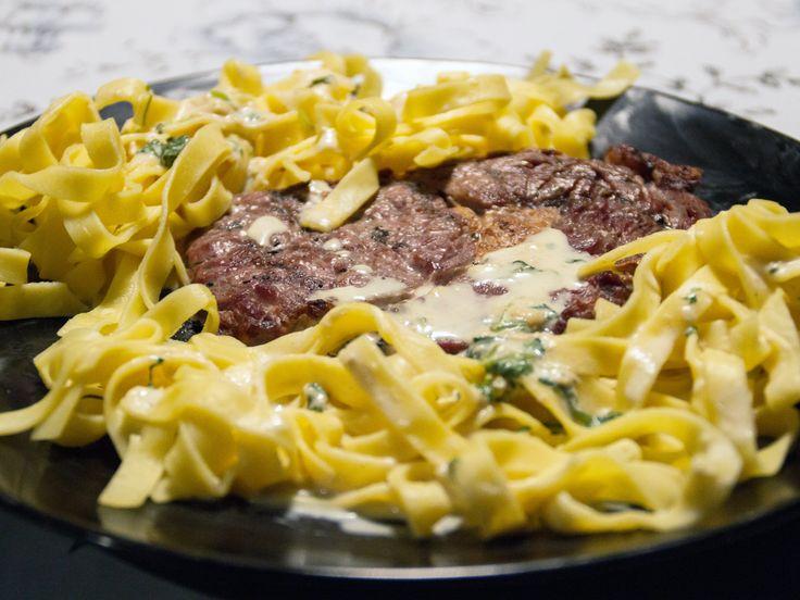 Grillad entrecôte med fransk sås och färsk pasta | Recept från Köket.se