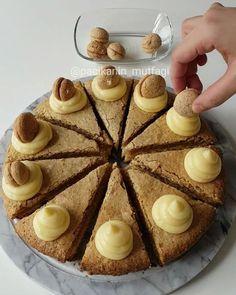 Acıbadem Keki Tarifi için Malzemeler 1 adet sade pasta keki tabanı Üst karışım için; 1 adet yumurta 1 çay bardağı toz şeker 1 çay bardağı sıvı yağ 1 çay barda�