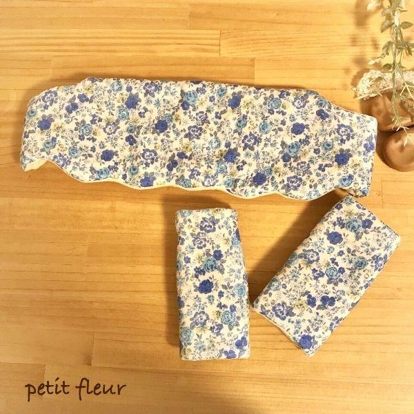 ブルーのかわいらしいリバティ柄のエルゴカバーsetです!バラがアクセントになっています。かわいいだけではなく、汗の吸収、乾きやすさも考え製作しました。ワッフル生地を使用しているので、通気性がよく赤ちゃんにぴったりです。●カラー:青/生成り/花柄●サイズ:【エルゴカバー】縦21.5cm×横24.5cm 【よだれカバー】縦20cm×横14cm●素材:Wガーゼ(綿100%) ドメット芯 ワッフル生地 プラスナップ●注意事項・生地は全て水通ししております。・洗濯の際はネットに入れてお洗濯、または手洗いでお願いいたします。乾燥機はゆがみの原因になりますので、ご使用にならないでください。(配送前に植物原料100%無添加洗剤arau.にて洗濯後配送しております)・プラスナップは強く引っ張ることで、破損の原因になります。・生成りの生地は漂白されていないものを使用しております。その為、綿カスが残っております。・一つ一つ時間をかけて丁寧に作っておりますが、多少の歪み、左右のズレ等ハンドメイド品につき、ご理解ある方のご購入をお願いいたします。返し口は手縫いになります。●作家名:pe...