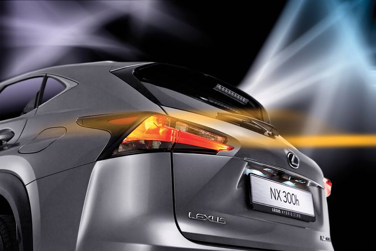 NX 300h는 경계를 자유롭게 넘나들고 서로 다른 것을 섞는다는 의미의 '크로스오버'란 지칭에서 알 수 있듯, 스포티하고 남성적인 정통 SUV에 섬세함과 유려함을 결합한 새로운 모델이다.   Lexus i-Magazine 다운로드 ▶ www.lexus.co.kr/magazine #Lexus #Magazine #NX300h #NX #surface