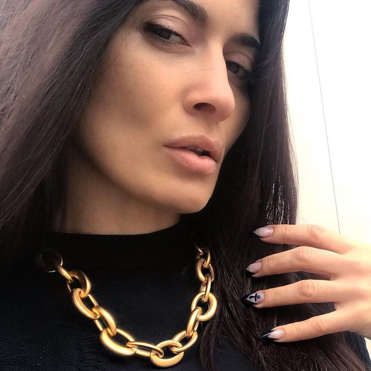 What's your secret link 🔗? @twoajewelry part natural/part industrial #shopArtemis #twoajewelry . . www.ArtemisTheBoutique.com #ArtemisJewellery #Neckpiece #OOTD #Dayouting #Chains #Goldchains #Metalchains #Fashion2018 #Style #Swarovski #Womensfashion #CasualAccessory #