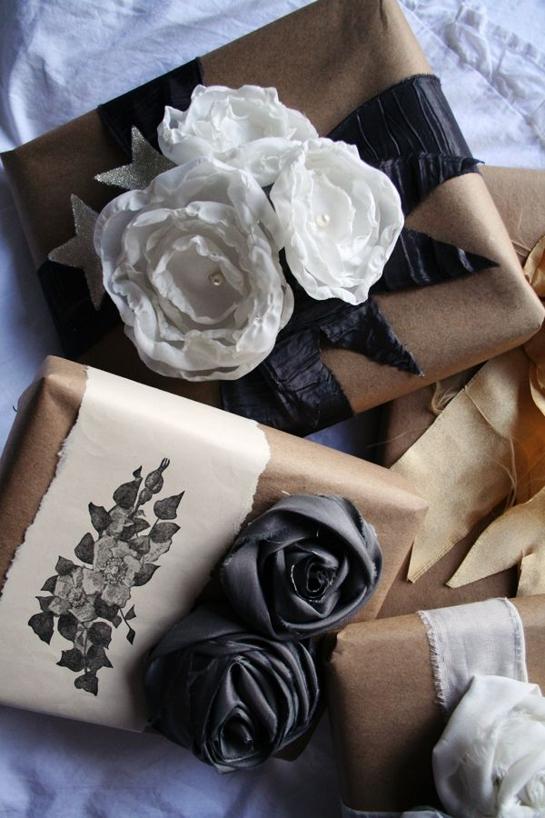 .Paper Rose, Kraft Paper, Brown Paper, Fabrics Flower, Gift Wrapping, Gift Packaging, Christmas Packaging, Gift Wraps, Wraps Ideas