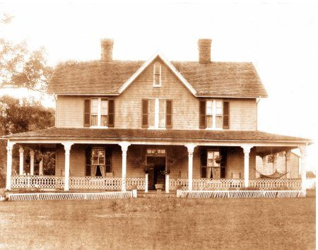 17 best images about old house architecture on pinterest for Gothic revival farmhouse