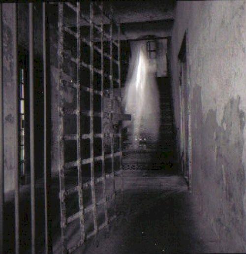 La casa de Estévez, después de haber investigado lo que había pasado en esa escena del crimen.
