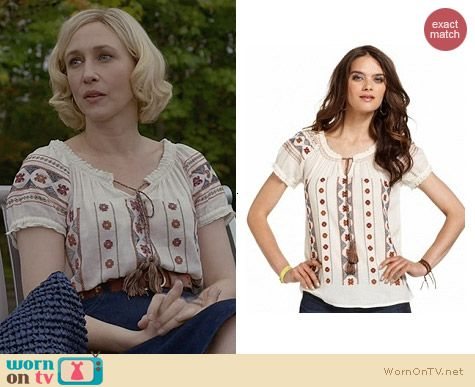 Norma's embroidered peasant top on Bates Motel.  Outfit Details: http://wornontv.net/30347/ #BatesMotel