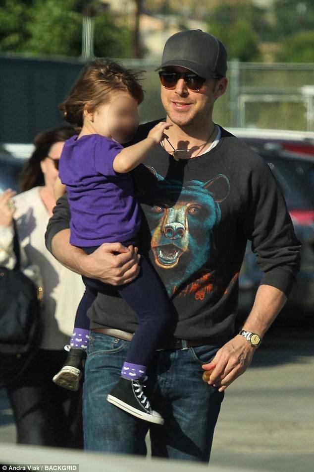 Ryan Gosling holds daughter Esmeralda   Ryan gosling, Ryan ...