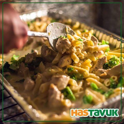 Fırınlanmış #HasTavuk göğüs eti, #makarna, #peynir ve #brokoli... Sizin de canınız çekti mi?