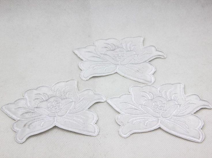 P08810pcs Белые Цветы Лотоса Вышитые Патчи для Одежды Железа на Аппликация Diy Аксессуары Свадебное Платье Украшения 2016купить в магазине Phoenix PatchesнаAliExpress