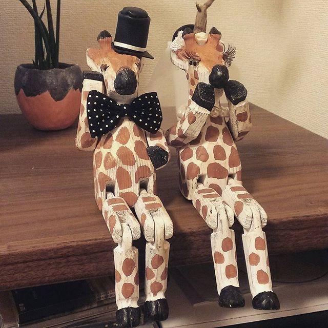 ウェルカムドール。 大好きな「nikoand...」でいつも気になってたキリンを、このタイミングで購入!わたくし無類のキリン好きでして(*^_^*) 新郎キリンには、シルクハットと蝶ネクタイ☆新婦キリンには、ベールとパールのネックレス、さらにはつけまつげ付けてバッチバチに!(笑) 私たちらしいウェルカムドールができました◎  #プレ花嫁 #ウェルカムドール #ウェルカムキリン #キリン #結婚式DIY #手作り #ハンドメイド #handmade