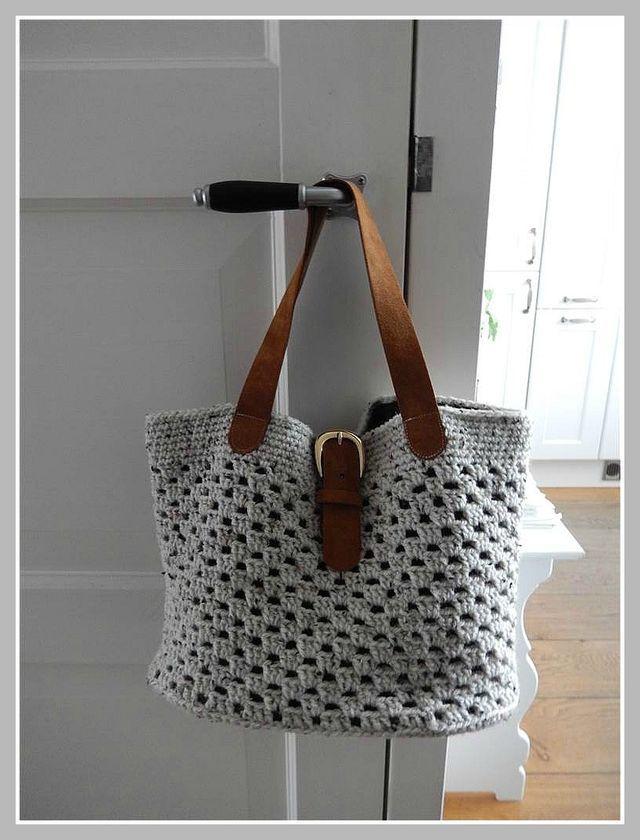 Eind februari haakte ik deze tas na vanaf een foto die ik op Pinterest vond. Ik plaatste een foto van mijn tas op een Facebook haakgroep waar ik lid van ben en daar kwamen zoveel leuke reacties op! De