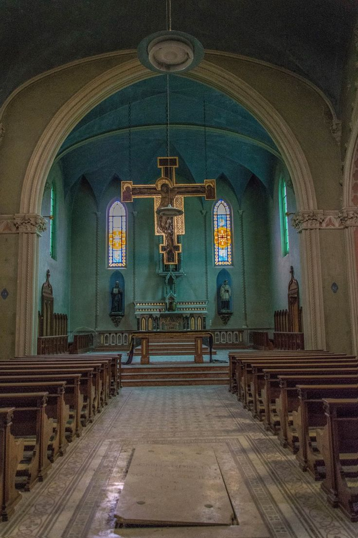Una perfetta giornata nuvolosa per giungere ad una santa meta.   La chiesa del Cristo blu è stata probabilmente edificata dal primo di q...