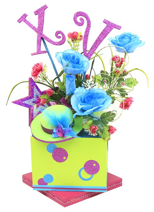 Arreglo de flores para XV años. Centro de mesa para fiesta de 15 años