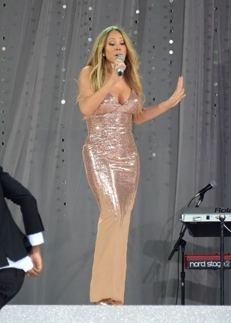 American singer, Mariah Carey is 5 ft 9 inch or 175 cm tall.