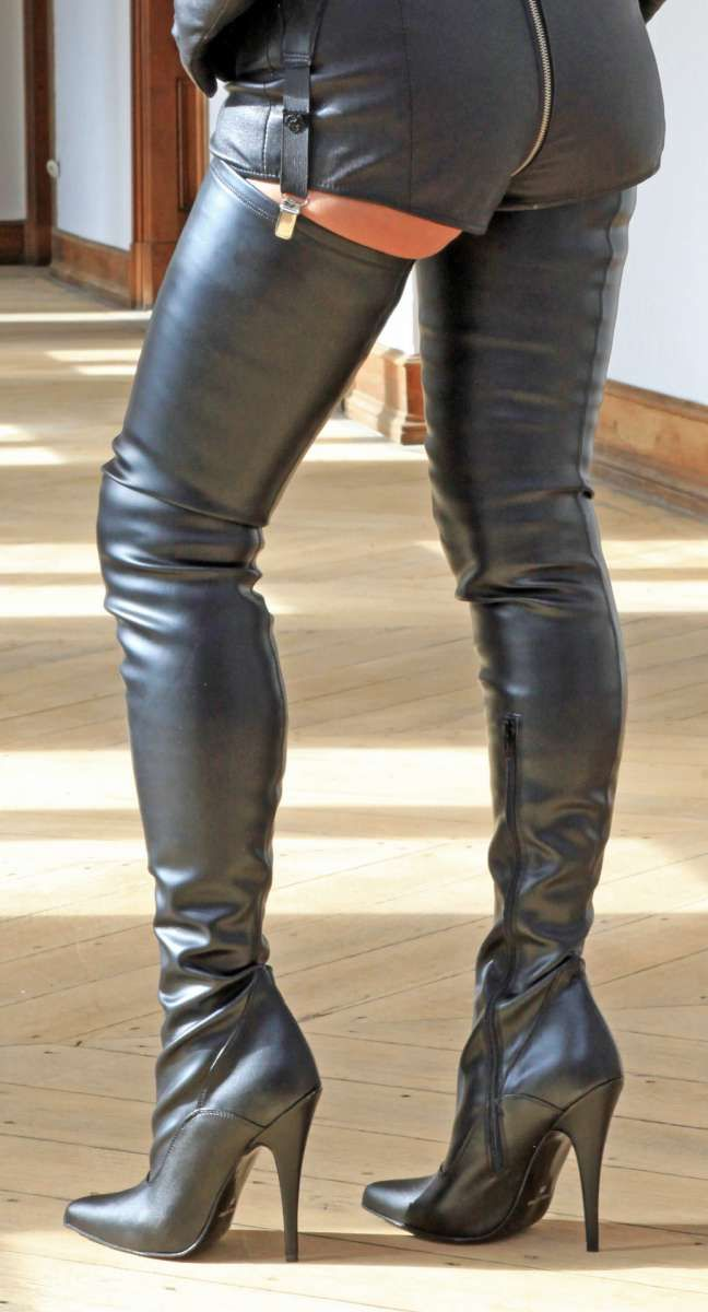 bb3d946eba118 Schwarze Crotch Overknee Stiefel in 2019 | Thigh high leather boots ...