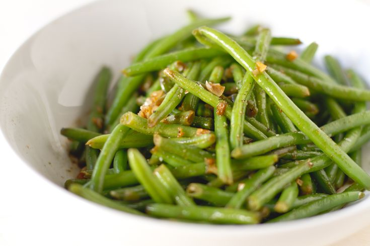 CHILI HARICOT VERTS   1 lb. haricot verts, washed and trimmed  2 tsp. canola oil  2 tsp. fresh ginger, minced  1 clove garlic, minced  ¼ cup soy sauce  1 tsp. siracha