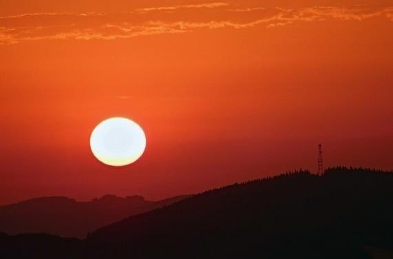 Solární ohřev vody  Sluníčko dokáže ušetřit spoustu peněz.Tahle cesta je jedna z nejvíce efektivních. http://solarnisystemynaohrevvody.cz/slunecni-energie