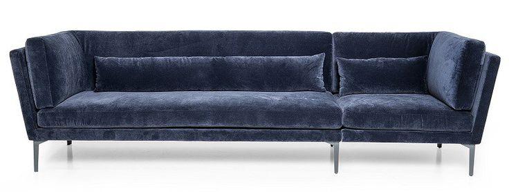 Bloomingville+Rox+Sofa+-+Blå+-+Behagelig+og+elegant+sofa+med+trekk+i+blå+velour+og+ben+i+metall.+Plasser+denne+sofaen+i+stuen+og+pynt+den+med+puter+og+tepper.+En+vakker+sofa+til+det+moderne+hjem.