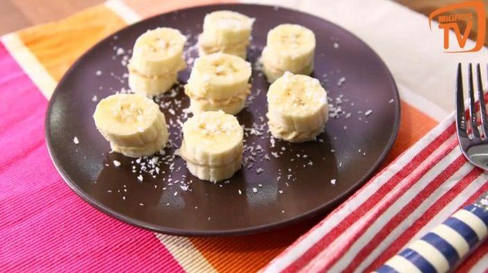 """Ağızda eriyen, en leziz meyvelerden muz ile acayip pratik bir tarif denemeye ne dersiniz? """"Muzlu sandviç"""" tarif videomuzu buradan izleyebilirsiniz:http://www.migrostv.com/muzlu-sandvic-2/"""