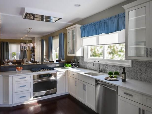 This Custom Kitchen Has An Open Floor Plan With Lots Of