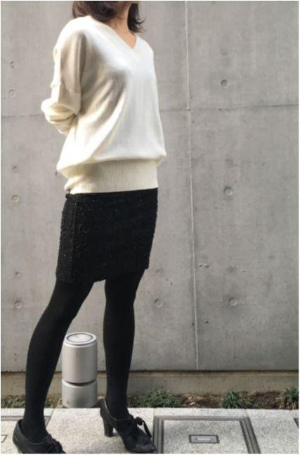 """身長158センチのスタッフOが実践! 冬こそ""""白がちコーデ""""でおしゃれも ... 首回りがすっきり&女性らしさがアピールできるので、仕事帰りに合コンのある日は1枚で着ることにしています。この日はタイトスカートと合わせてみました。"""