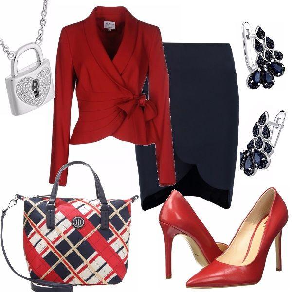 Outfit elegante e di classe: gonna blu con originale motivo di smerlo sul fondo…