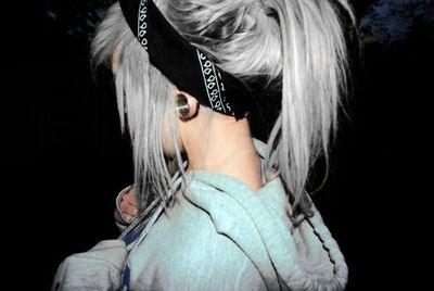 Pony tail with a bandana. lovee.