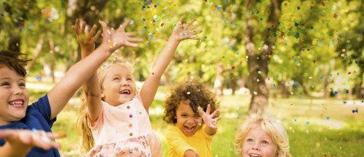 Für einen tollen Kindergeburtstag: Spiele für drinnen & draußen