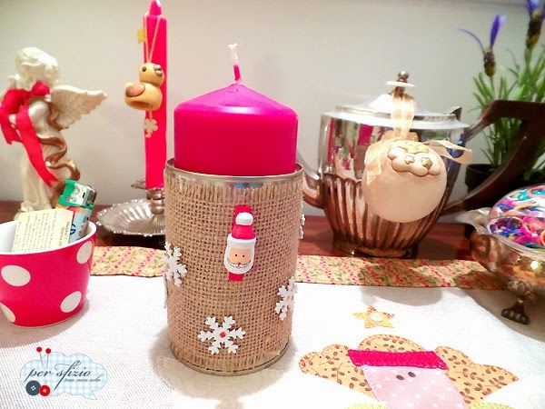 Pensando al Natale....ecco come ci prepariamo con le decorazioni! Riciclando una lattina di pomodori pelati ecco un grazioso portacandele pronto in 5 minuti! - How to recycle a tomato can...with burlap and some snowflakes ...here it is a candle holder for your Christmas!  #recycle #riciclocreativo #can #burlap #rafia #christmas #candle #decorazionidinatale #natale