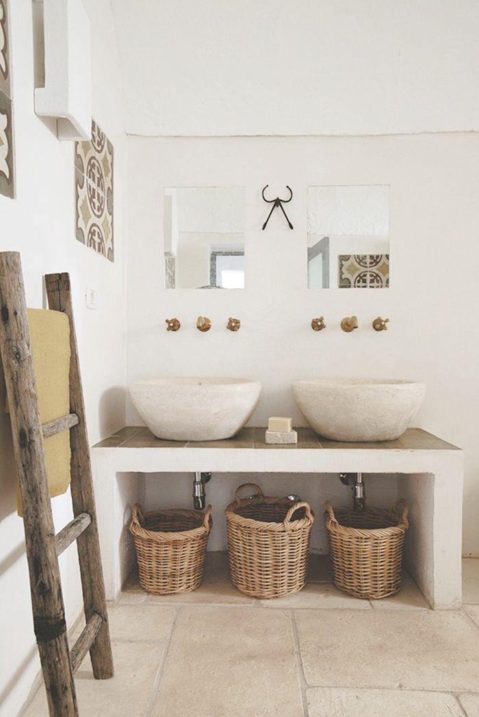 Il colpo di fulmine questo mese lo dedichiamo alla Masseria Scorcialupi, un incantevole casale pugliese con stanze da bagno in stile rustico.