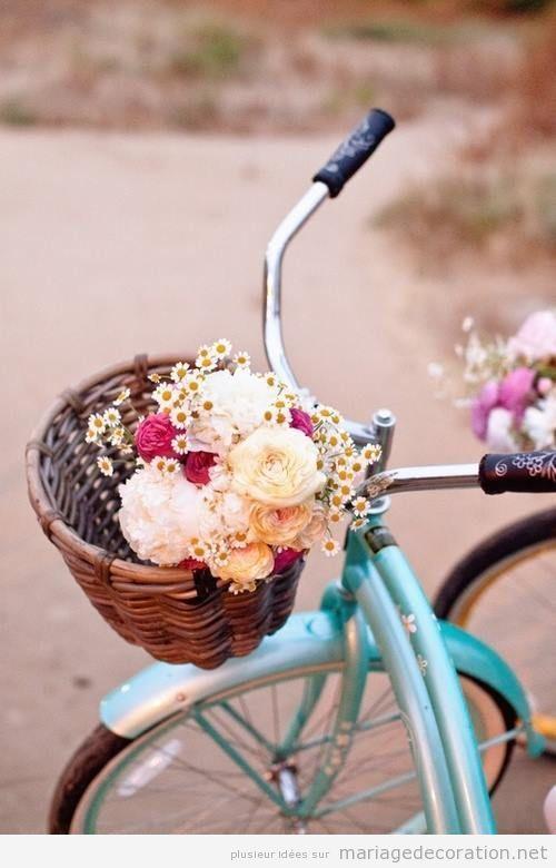 Un vélo vintage pleine de fleurs   Décoration Mariage