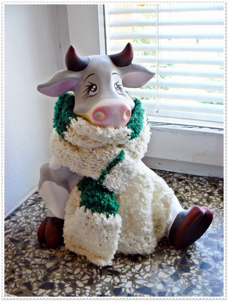 Crochet scarf in green white stripes.