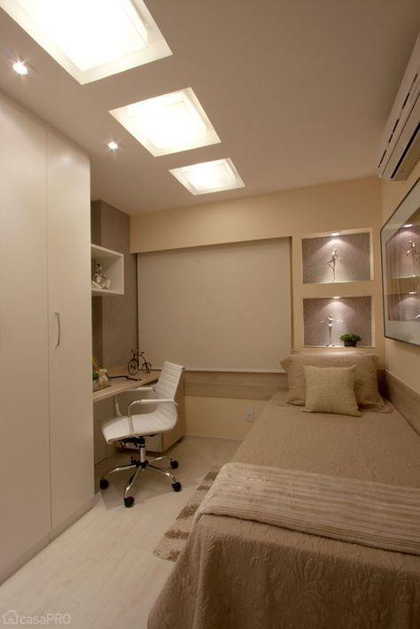 Os nichos na cabeceira da cama foram feitos de drywall e receberam iluminação. Projeto da arquiteta Deise Maturana.