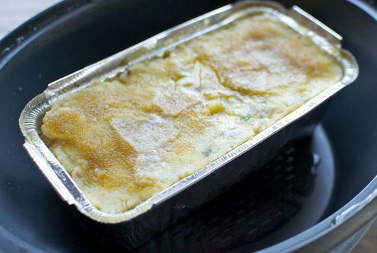 La cocina italiana es muy rica en el uso de verduras, como en esta receta de pastel de patatas a la napolitana, preparado con patatas cocidas, jamón, huevos y quesos, parmesano y mozzarella. Aprovechamos nuestro recipiente varoma del Thermomix® para cocer el pastel al vapor, consiguiendo un punto perfecto y jugoso. Puedes usar un molde …