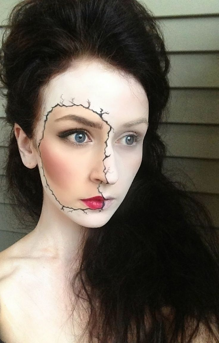 Porcelain Doll Fun easy Halloween look. Draw a jagged outline around part of your face. Put white powder on everything outside the line. #HalloweenMakeup #Halloween #makeup #party #HalloweenIdeas #beauty #HalloweenCostume #ideas #costumes #inspiration #crafts #DIY #howto #tutorial