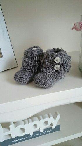 Crochet Loopy baby boots,  UGG-alike