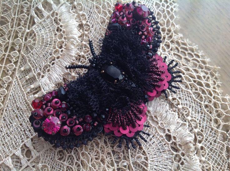 """Брошь по мотивам """"черная бестия"""" - черный цвет,фуксия,брошь,бабочка,украшение от людмилы"""