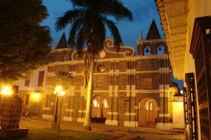 Iglesia Santa Bárbara en Santa Fe de Antioquia, Colombia