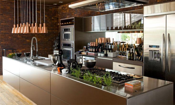 Se você pretende reformar a cozinha ou quer ter ideias para montar uma nova, confira dicas de materiais para bancadas e 41 imagens para você se inspirar.