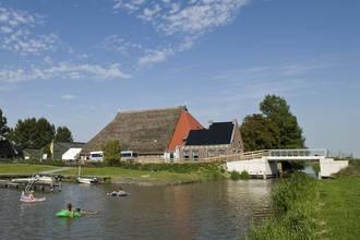 Boerderij De Blikvaart in Het Bildt, Sint Annaparochie huren bij Belvilla.